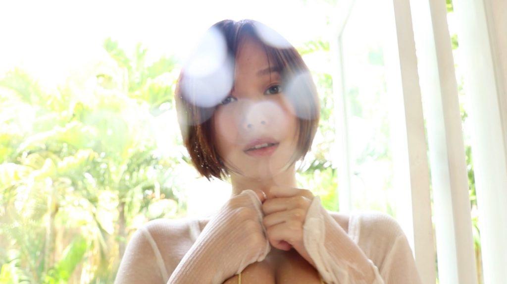 巨乳美少女アイドル・和地つかさちゃんの誘惑にそわそわしちゃう…!!