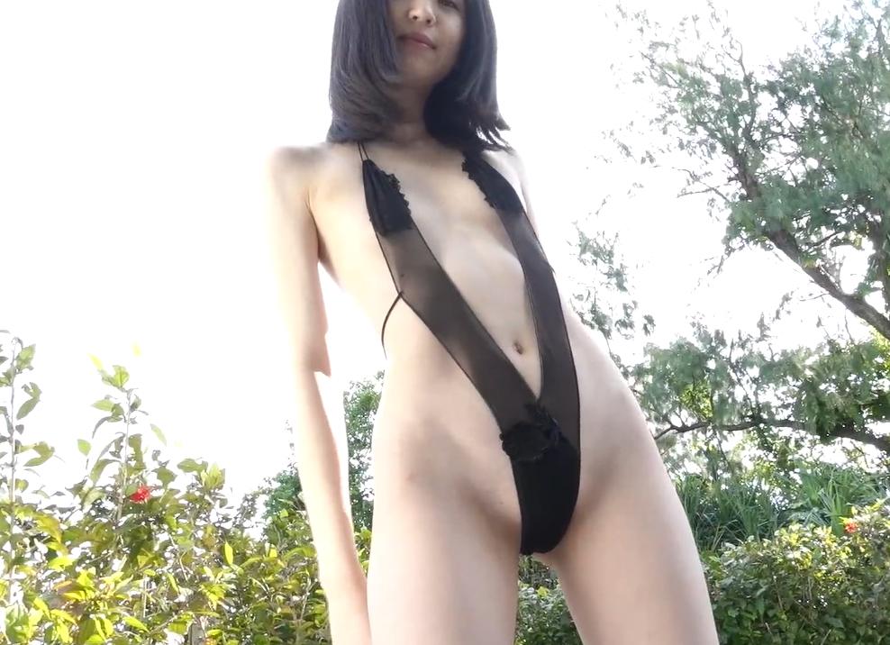 船岡咲のセクシーハイレグコスチューム
