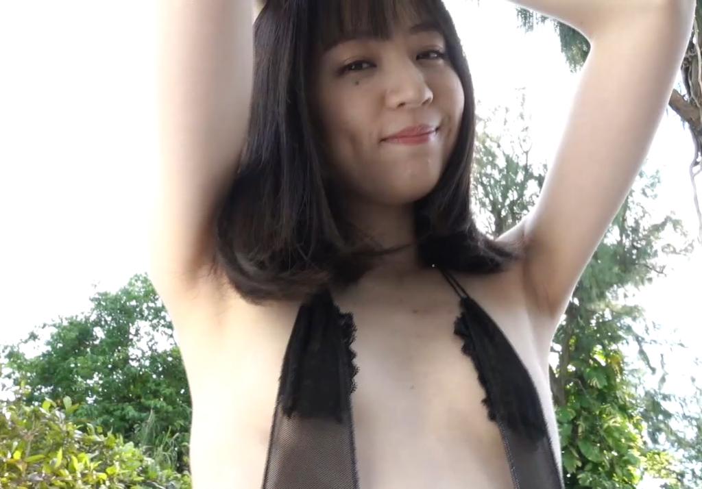 船岡咲の腕上げ姿はワキもセクシー