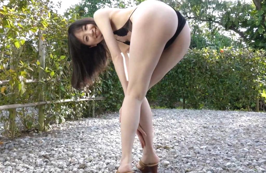 船岡咲が美尻で魅せる挑発