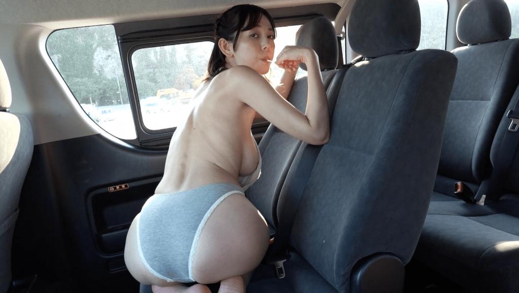 車内でキャンディを舐める絃花みき