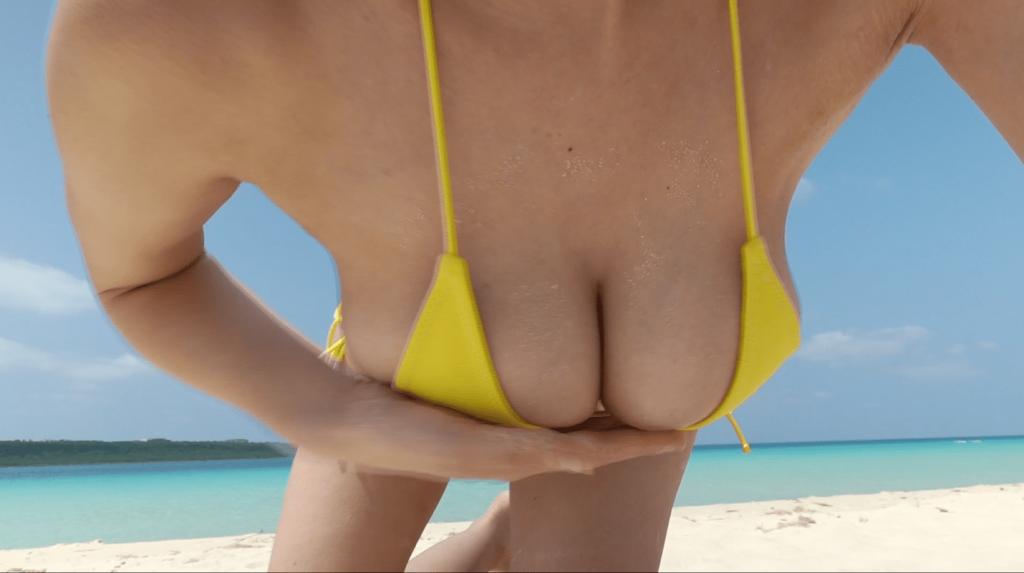 南国のビーチでおっぱいを揺らす絃花みき