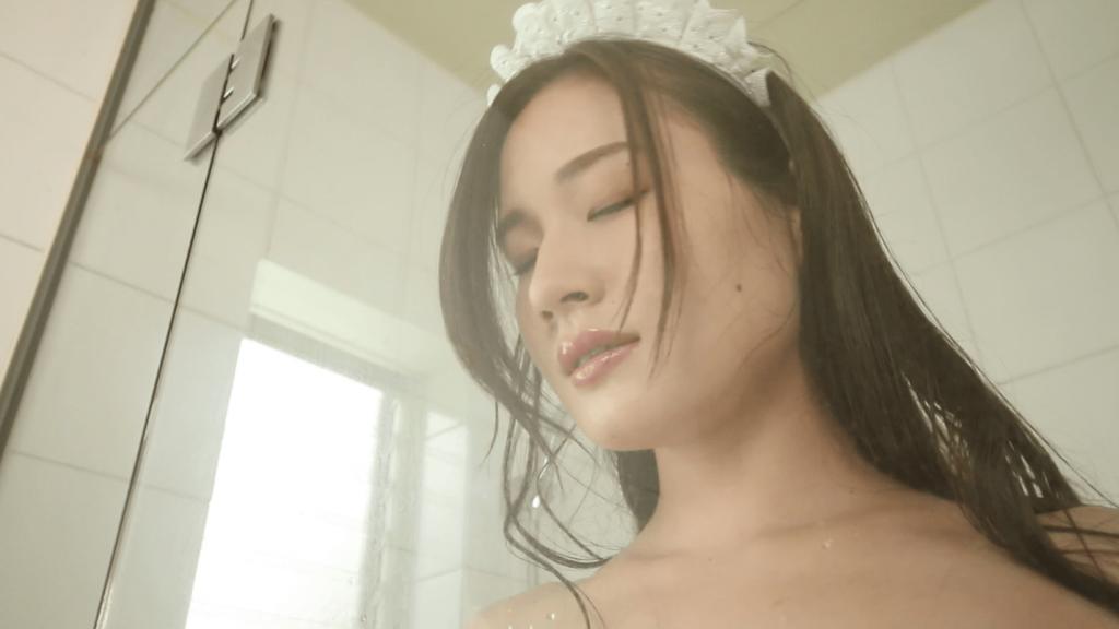 シャワールームでメイド姿の清瀬汐希