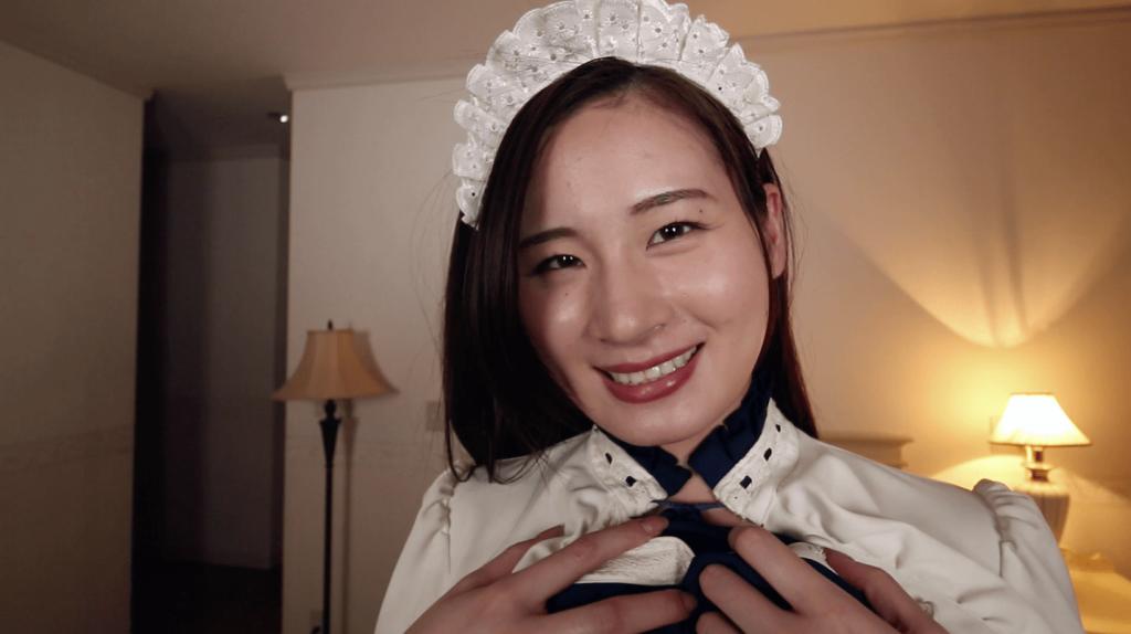 メイド服を着て笑顔の清瀬汐希