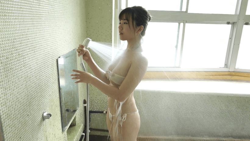 温泉でシャワーを浴びる桜田なな