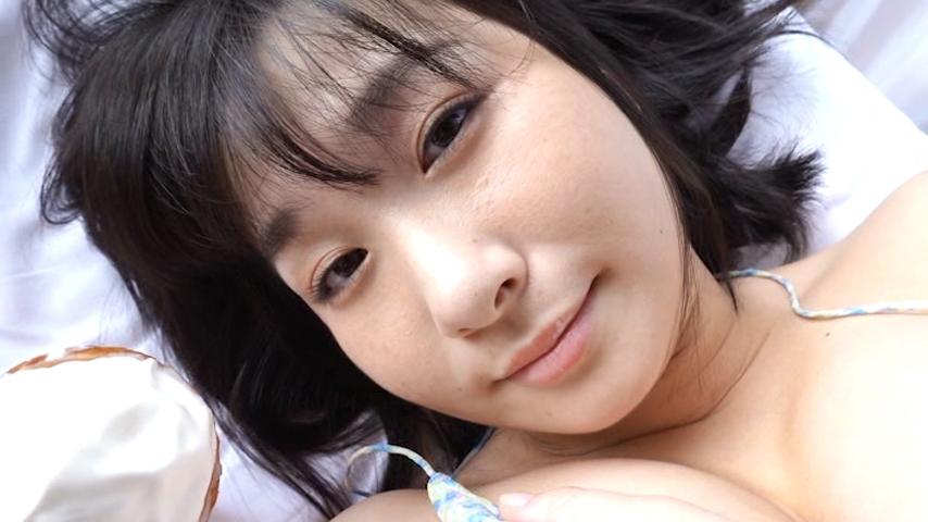寝起きでソフトクリームを食べる桐山瑠衣