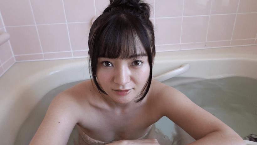 水着姿で混浴を誘う西永彩奈