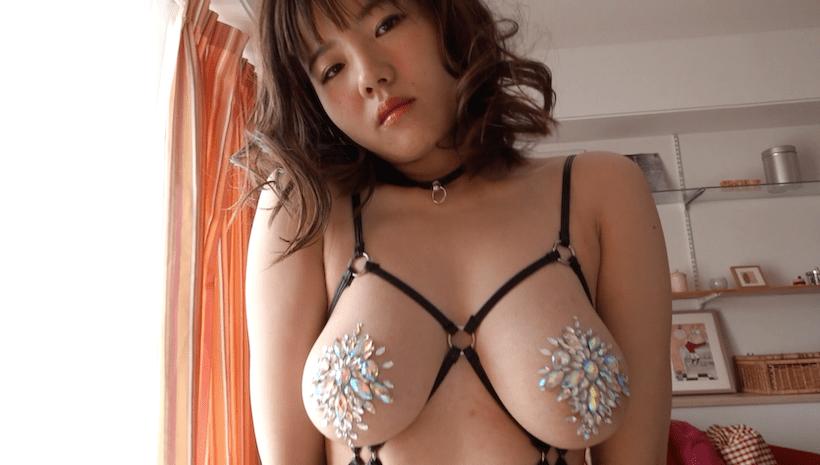 宝石ブラで妖艶な表情の桜田なな