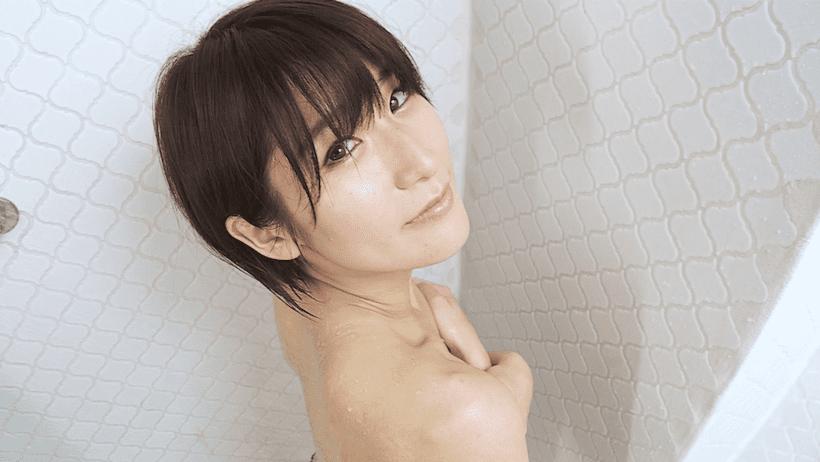 シャワーを覗き見され笑顔の来栖うさこ