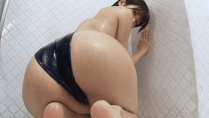 競泳水着でシャワーを浴びる来栖うさこ