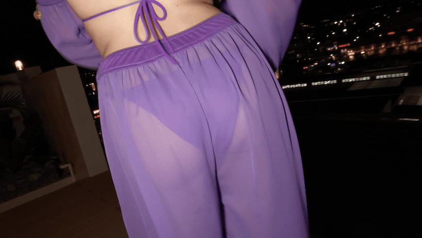 屋上で踊り子スタイルで踊る平田梨奈のヒップ